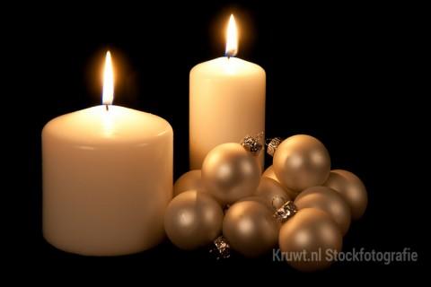 Over kaarsen en kerstballen